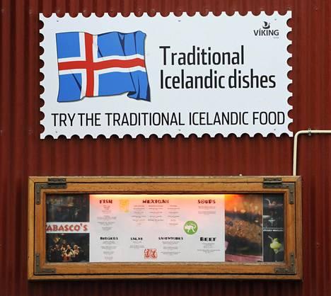 Ravintola mainosti perinteistä islantilaista ruokaa englanniksi Reykjavikissä 2009.