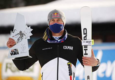 Alexis Pinturault voitti suurpujottelun maailmancupin osakilpailun Italian Alta Badiassa. Ranskalainen on nyt juhlinut maailmancupin suurpujotteluvoittoa kahdeksassa eri maassa.