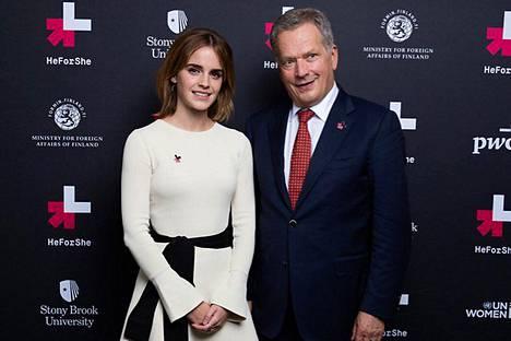 Sauli Niinistö poseerasi Emma Watsonin kanssa YK:n yleiskokouksessa. Molemmat pitivät puheen HeForShe-tasa-arvokampanjan tiimoilta.