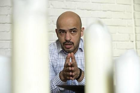 """""""Poliittinen järjestelmämme elää vielä lapsuuttaan"""", sanoo kansanedustaja Mustafa Nayem."""