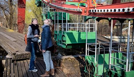 Siskokset Eva ja Christine Albert tutustuivat luonnon valtaamaan Spreeparkin huvipuistoon Berliinissä.