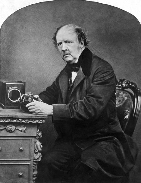 Valokuvauksen pioneeri William Henry Fox Talbot.