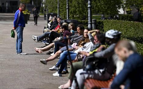 Lauantaina Esplanadin puistossa oli ruuhkaa.