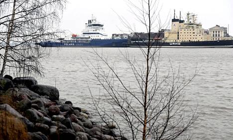 16. helmikuuta: Jäänmurtajia Katajanokan murtajalaiturissa. Suomen merialueilla oli vuodenaikaan nähden perin vähän jäätä.