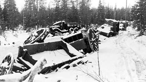 Kuormastot jäivät korpeen, kun selustan puolelta yllätetyt neuvostojoukot perääntyivät sekasorron vallitessa Savukosken suuntaan.