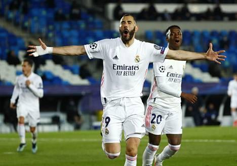 Karim Benzema viimeisteli Real Madridin ensimmäisen maaliin Atalantaa vastaan.