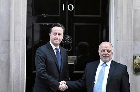 Britannian pääministeri David Cameron kätteli Irakin pääministeriä Haider al-Abadia Lontoossa torstaina.