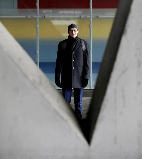 Aran valvontapäällikkö Sami Turunen matkustaa työnsä vuoksi joka viikko Lahden ja Helsingin väliä.