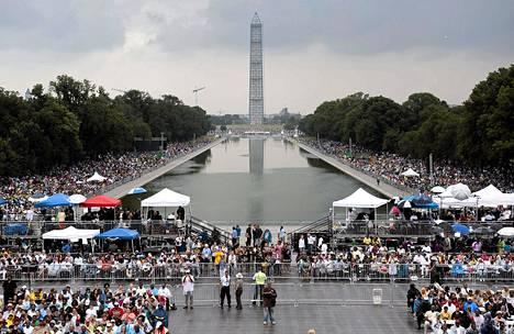 Tuhannet ihmiset kokoontuivat Washingtonin juhlallisuuksiin keskiviikkona.