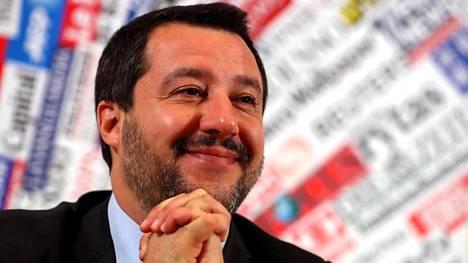 Italian sisäministerin Matteo Salvinin johtaman Legan kannatus on noussut Italiassa. Legan ja toisen hallituspuolueen Viiden tähden liikkeen välit alkavat kiristyä. Komission kanssa viilailtu ensi vuoden budjetti noudattelee enemmän Legan toiveita kuin hallituskumppanin näkemyksiä, mikä voi ajaa puolueet vastakkain.