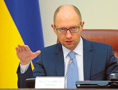 Arseni Jatsenjuk arvosteli Ukrainan parlamenttia perjantaina.