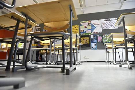 Helsingin ensimmäisessä koronavirustartunnan aiheuttamassa koulualtistumisessa maaliskuussa Viikin normaalikoulun neljä alakoulun luokkaa opettajineen määrättiin kahdeksi viikoksi kotikaranteeniin.