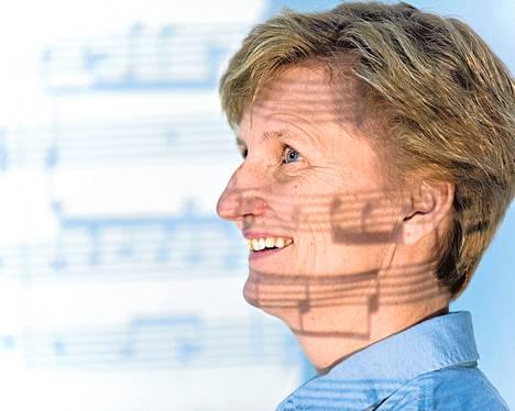 Minna Lindgren on tuttu radiopersoona Ylen musiikkiohjelmissa.