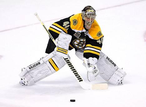 Maalivahti Tuukka Raskin edustama Boston hävisi NHL:ssä Torontolle.