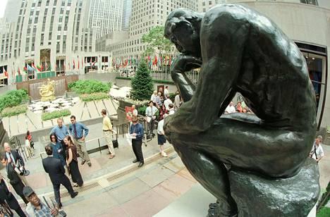 """Ranskalaisen Auguste Rodinin """"Ajattelija"""" - patsas näytillä New Yorkissa."""