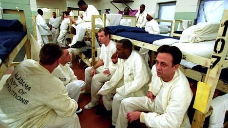 Hiv-positiivisia vankeja Limestonen vankilan ylikuormitetulla aids-osastolla Alabaman Huntsvillessä maaliskuussa 2003.