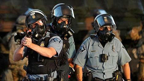 Poliisi oli varustautunut kyynelkaasulla George Floydin kuoleman sytyttämissä mielenosoituksissa Minneapolisissa toukokuun lopulla.