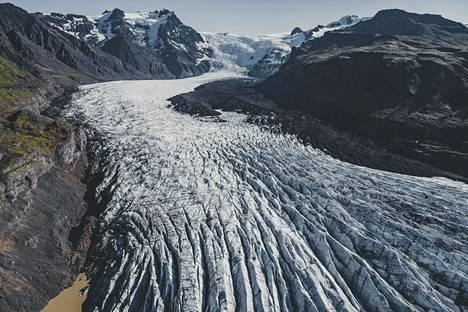 JÄÄTIKÖT SULAVAT. Ilmaston muutoksen seurauksena jäätikköalueet eri puolilla Maapalloa ovat sulaneet huolestuttavasti. Jäätiköiden vetäytyminen on luonnollista, mutta 1990-luvulta lähtien niiden sulamisvauhti on kiihtynyt. Kuvassa islantilainen jäätikkö Hornafjörðurin lähistöllä elokuussa 2018.