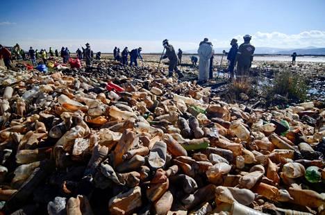 Bolivian Orurossa siivottiin huhtikuussa muovijätettä Uru Uru -järvestä.