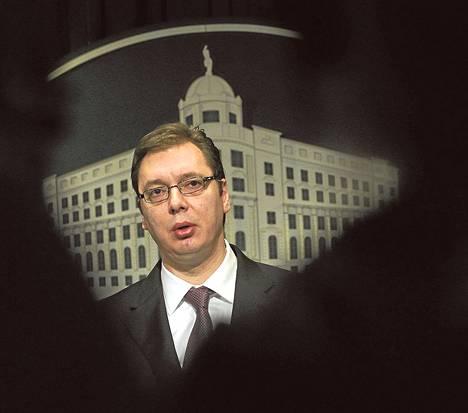 Aleksandar Vučić johtaa Serbian edistyspuoluetta, jolle povataan voittoa huhtikuun parlamenttivaaleissa.