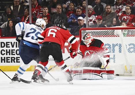 Patrik Laineen Winnipeg Jets voitti torstain kierroksella New Jersey Devilsin lukemin 3–2.