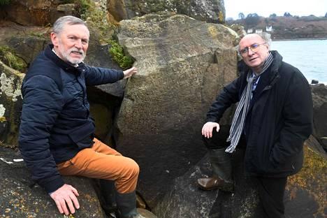 Toimittaja ja historioitsija Roger Faligot (oik.) ja opettaja Noël René Toudic kuuluvat voittajaehdotusten tekijöihin.