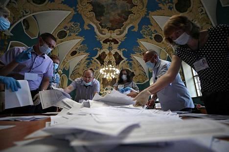 Koronaviruspandemian vuoksi äänestysaikaa pidennettiin. Äänestys kesti kaikkiaan seitsemän päivää.