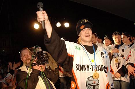 Jyrki Louhi toimi kapteenina HPK:n mestaruuskauden 2005-2006 finaaliotteluissa.