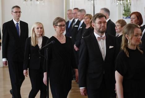 Vihreiden ympäristö- ja ilmastoministeri Krista Mikkonen (kesk.) uuden hallituksen tervehdyskäynnillä Presidentinlinnassa torstaina.