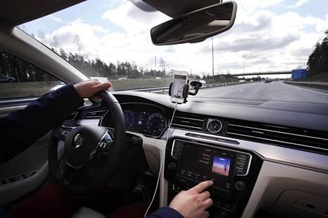 Jyväskylän yliopiston tutkimuksen mukaan puhelimen navigointisovellusten käyttö oli kevyttä verrattuna pikaviestiohjelmiin.