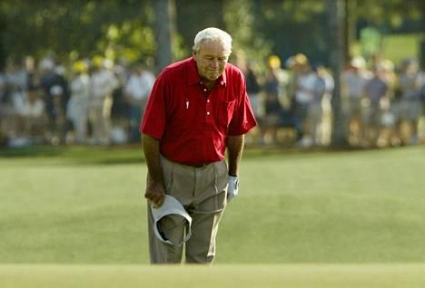 Arnold Palmer pelasi viimeisen Masters-turnauksensa vuonna 2004 Augustassa.