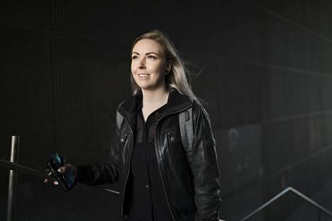 Laura Linkoneva opiskelee Haaga-Heliassa finanssi- ja talousasiantuntijaksi. Hän on myös mukana Nuoret osakesäästäjät -verkoston toiminnassa. Sen tavoite on innostaa nuoria sijoittamaan.