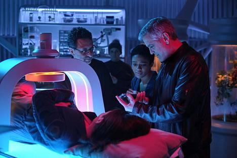 Tuottaja Grant Heslov, Felicity Jones, Tiffany Boone ja ohjaaja George Clooney.