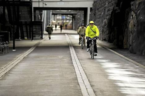 Ensi vuonna Helsinki käyttää pyörätieväylästönsä kehittämiseen yhdeksän miljoonaa euroa. Suurin hanke on Baanalla Hakamäentien ja Käpylän välisen pääreitin suoristus.