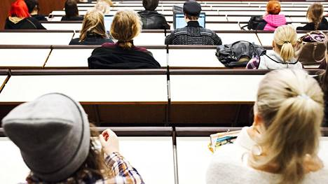 Opiskelijoita luennolla Helsingin yliopiston Porthaniassa lokakuussa 2016.