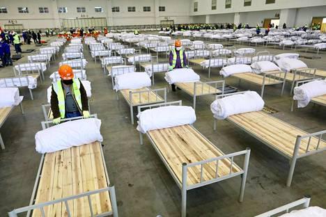 Tapahtumakeskusta muutettiin tilapäiseksi sairaalaksi Wuhanissa.