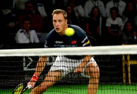 Henri Kontinen ei pääse pelaamaan nelinpelin loppuottelussa Dubaissa.