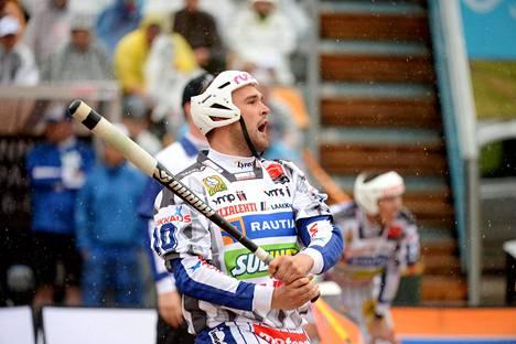 Pesäpallon arvo-otteluissakin pelannut Jukka-Pekka Vainionpää paukutti hurjat lukemat lauantain ottelussa Imatran Pallo-Veikkoja vastaan.