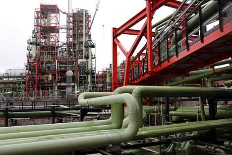 Neste pitää puheita uusiutuvan dieselin monopolista perusteettomina. Kuvassa Nesteen Porvoon jalostamon uusiutuvan dieselin tuotantolaitos vuonna 2014.