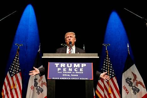 Republikaanien presidenttiehdokas Donald Trump puhumassa kampanjatilaisuudessaan Clivessä Iowassa syyskuussa 2016.