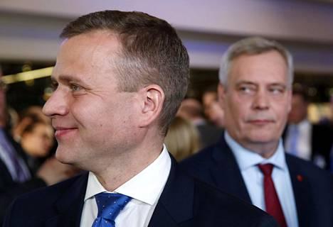 Kokoomuksen Petteri Orpo (vas.) ja Sdp:n Antti Rinne kuntavaalien vaalivalvojaisissa Kuntatalolla keväällä 2017.