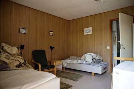 Tässä huoneessa poliisien murhan yrityksistä epäillyt veljekset majoittuivat kahden kuukauden ajan.