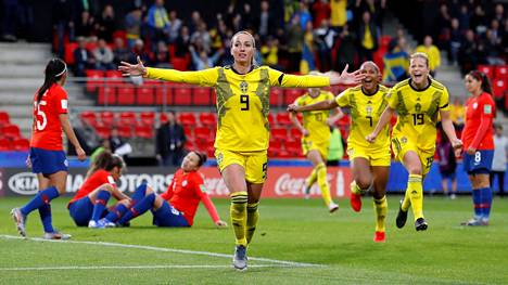 Jalkapallon naisten MM-pronssia tänä kesänä voittanut ruotsalaishyökkääjä Kosovare Asllani on Real Madridin naisjoukkueen historian ensimmäinen pelaajahankinta.
