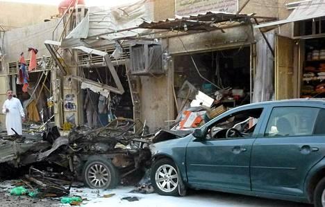 Yksi autopommi räjähti Bagdadissa Karradan ostoskaduilla.