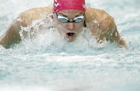 Jenna Laukkanen ui Porin keskustan uimahallissa, jossa järjestettiin Tokion 2020 olympiakisojen kansainväliset karsintakilpailut.