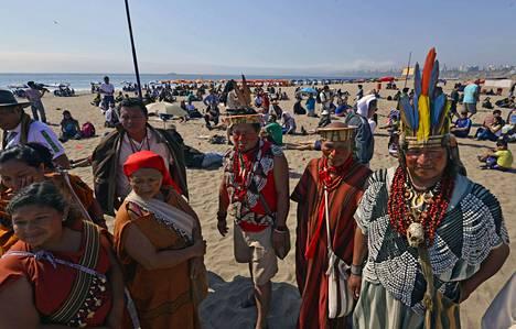 Amazonin alueen alkuperäiskansojen edustajia ja aktivisteja kokoontui rannalle Limassa Perussa 6.  joulukuuta herätelläkseen ihmisiä ilmastonmuutokseen ja sen aiheuttamiin ongelmiin.