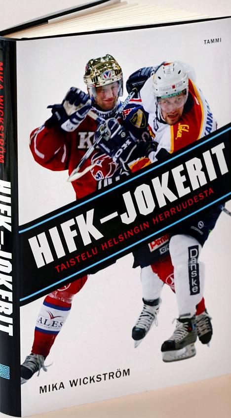 Mika Wickströmin kirjoittaman kirjan kannessa ovat ensi kaudella Pelicansissa pelaava Timo Pärssinen (vas.) ja Tapparaa edustava Markus Kankaanperä.