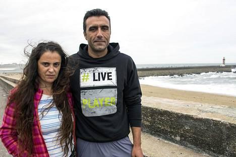 Fernando ja Madalena Estêvão kävelivät Porton rantakadulla.