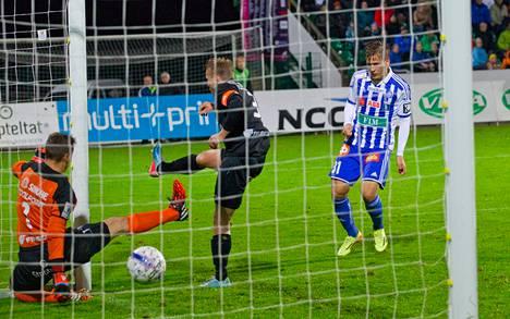 Robin Lod puski HJK:n voittomaalin aivan ottelun lopussa ohi puolustaja Mikko Hauhian ja maalivahti Henrik Moisanderin.