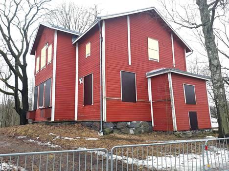 Villa Novilla sijaitsee osoitteessa Kumpulantaival 11. Siellä ovat viimeksi oleskelleet anarkistit, jotka kuitenkin häädettiin talosta.